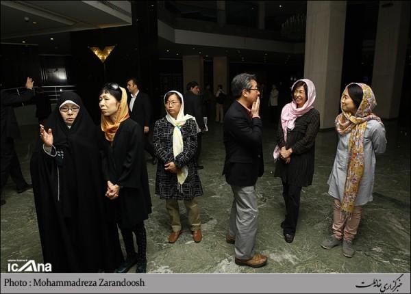 نمایشگاه مصدومان شیمیایی سردشت در راه رو مجلس